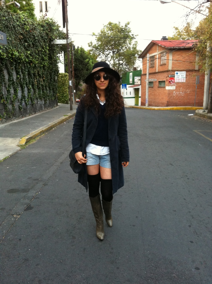 wearing:  calzedonia tights- bershka coat - monrroy bag- zara jersey- italian hat